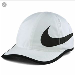 NIKE Unisex Featherlight Dri-Fit Hat